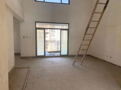 锦绣祥安,顶楼楼中楼,可做六个房间,赠送面积可达到220平
