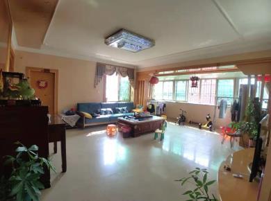该房屋格局精致,使用率高,适合居住,光线好,通风好!