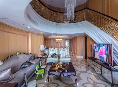鑫海湾 装修5房楼中楼 厅挑空 海景房 小区中庭