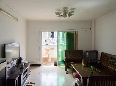宏山新村正规三房 南北 满两年 业主换房出售!