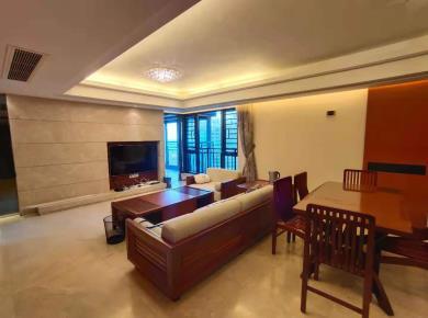 会展中 心,海峡国际二期,精装大三房,轻松改四房,电梯高层。