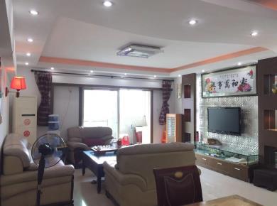 火车站繁华商圈 枫丹雅苑 精装 四房两厅两卫 客厅带阳台朝南