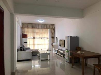 中骏精装小三房,业主换房出售,随时看房方便。