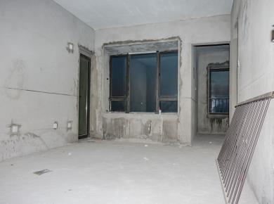 家居精装两居室,宜居楼层,房东诚意出售,产权清晰,产权满两年