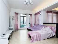 东方高尔夫国际公寓,中层三房 产权满五年 产权证在手看房方便