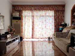 吕岭花园温馨三居,客厅带阳台,周边配套完善,学校一站式